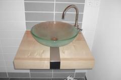 Waschtisch-in-Ahorn-mit-Glaswaschbecken