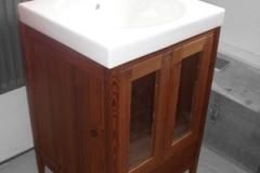 Waschtischschrank-stehend-zweituerig-in-Thermokiefer-